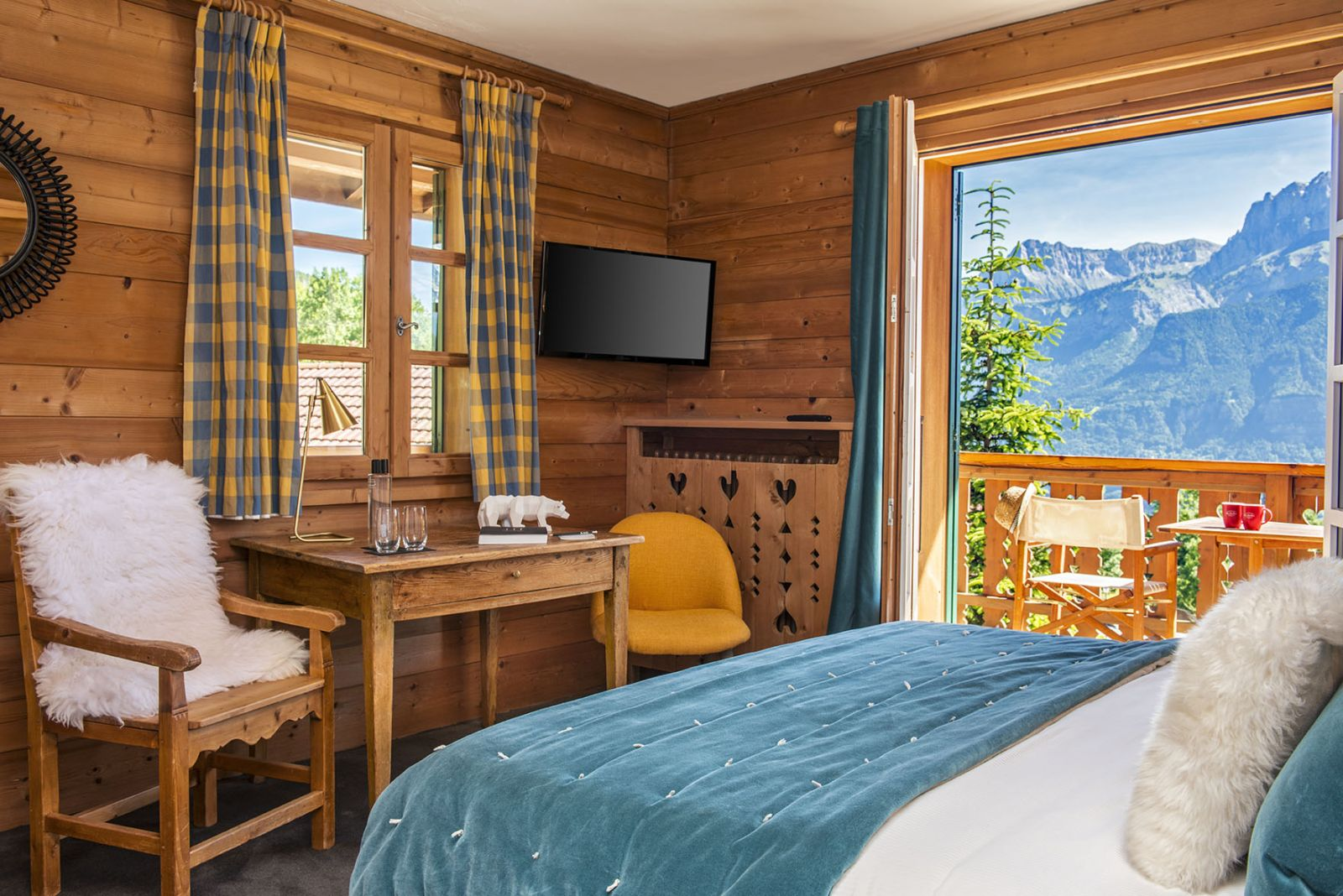 481/Photos/Living_Hotels/Les_Roches/hotel-les-roches-chambre-deluxe-vue-mont-blanc-c.jpg